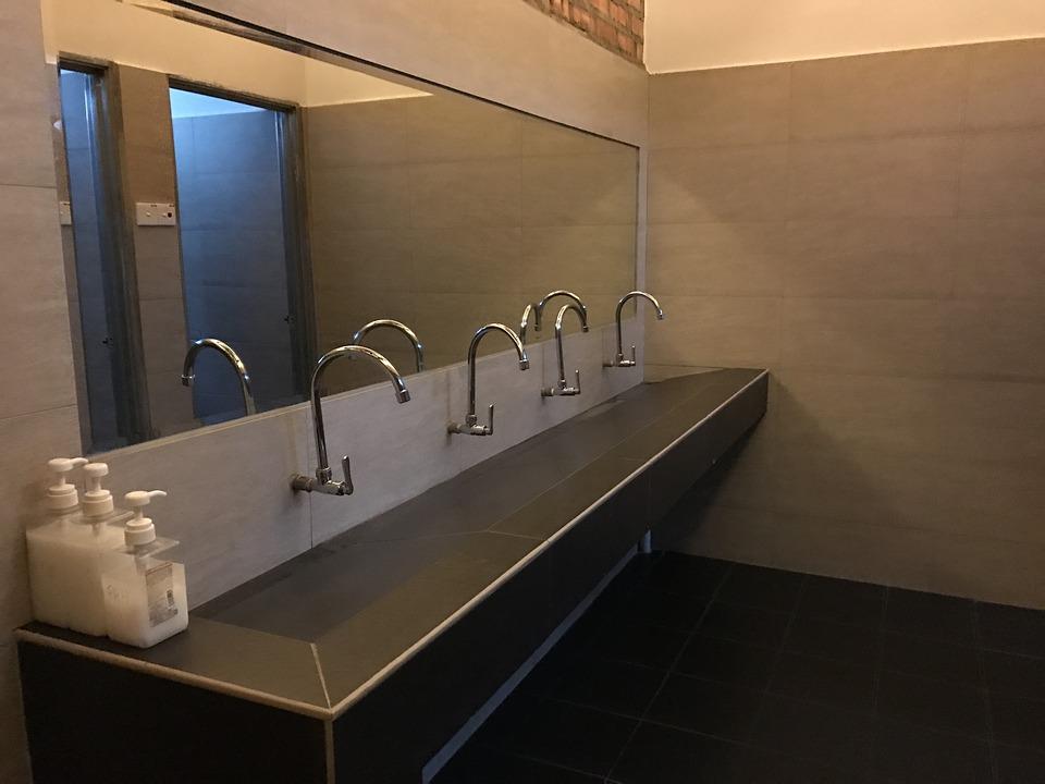 duże łazienkowe lustro