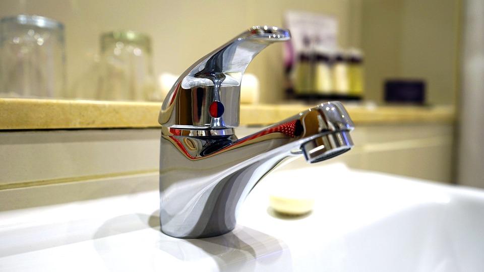 nowoczesna umywalka nablatowa