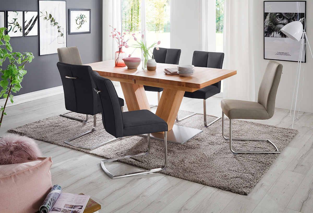 stół rozkładany w salonie
