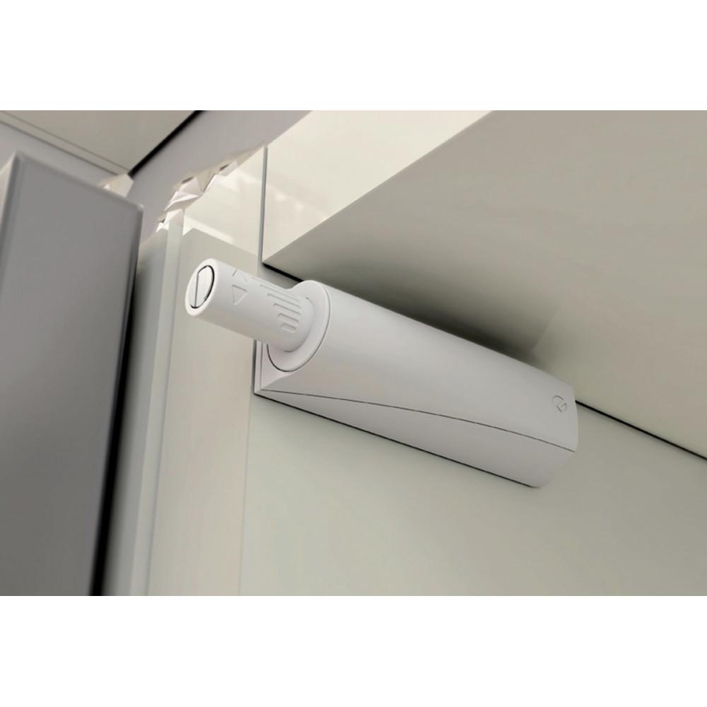 odbojnik przy drzwiach - zamontowany